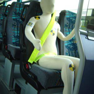 Mannequin à ceinturer dans le car scolaire